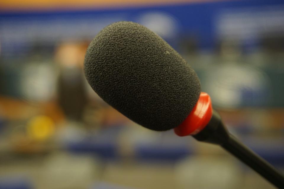 microphone-1166625_960_720